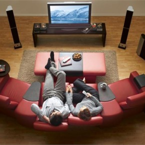 Где лучше смотреть кино: в кинотеатре или дома?