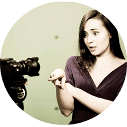 7 советов как уверенно вести себя перед камерой?